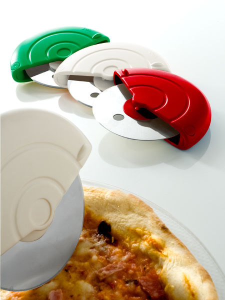 photo of 'Brandani Gift Group: TAGLIAPIZZA TRICOLORE ABS/INOXDISPLAY 24 PZ.'